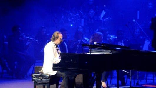 Di Blasio encanta con su piano y su buen humor