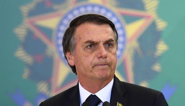 """Bolsonaro dice que Lula """"está suelto, pero con todos sus crímenes»"""