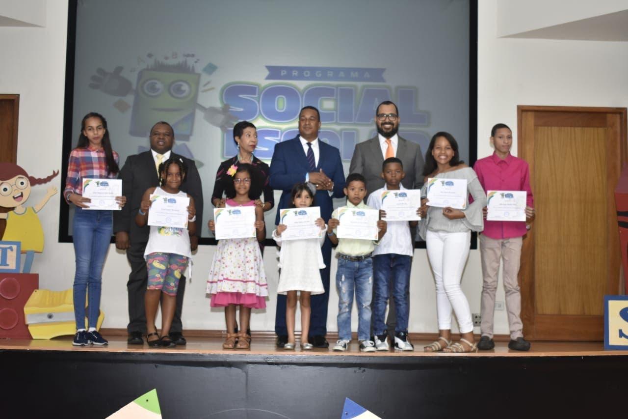 Cooperativa La Telefónica premia excelencia académica de hijos de socios