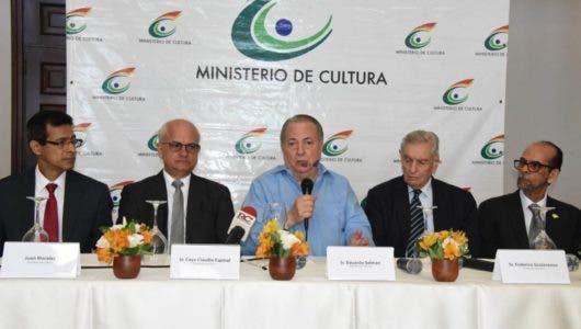 Celebran el folklore dominicano hoy en  Plaza España