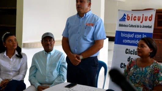 Guayacanes recibe biblioteca