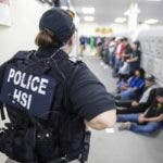 Mississippi (United States), 07/08/2019.- A handout photo made available by the US Department of Homeland Security showing US Immigration and Customs Enforcement'Äôs (ICE) Homeland Security Investigations (HSI) executing multiple federal criminal search warrants at one of the undisclosed seven agricultural processing plants across Mississippi on the morning 07 August 2019 as part of an ongoing HSI worksite enforcement criminal investigation. The HSI reportd that in addition to executing federal search warrants and seizing business records pertaining to the ongoing federal criminal investigation, deportation officers with ICE Enforcement and Removal Operations (ERO) in partnership with HSI detained approximately 680 removable aliens who were unlawfully working at the plants. (Estados Unidos) EFE/EPA/US HOMELAND SECURITY/ HANDOUT HANDOUT EDITORIAL USE ONLY/NO SALES
