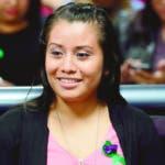 AME8175. CIUDAD DELGADO (EL SALVADOR), 19/08/2019.- Evelyn Hernández espera el fallo de su juicio por el delito de homicidio este lunes, en Ciudad Delgado (El Salvador). Un juzgado de Sentencia de El Salvador prevé anunciar este lunes el fallo del juicio contra Hernández, acusada del delito de homicidio agravado cometido al supuestamente abortar, y quien podría ser condenada a 40 años de cárcel. Los centros por la Justicia y el Derecho Internacional (Cejil) y de Derechos Reproductivos exigieron este domingo que la joven sea absuelta y logre obtener su libertad total. La joven de 21 años de edad, cuyo embarazo fue producto de una violación, enfrentó un nuevo juicio que se llevó acabo entre el jueves y el viernes pasado, y cuya resolución se conocerá este lunes. EFE/ Rodrigo Sura
