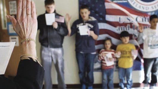 Trump quitaría el derecho a ciudadanía por nacimiento