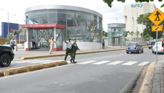La falta de peatonales pone en riesgo a usuarios Metro de SD