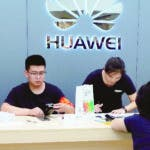 Beijing (China), 16/08/2019.- Huawei laptops are displayed at a shopping mall in Beijing, China, 16 August 2019. China has said it will retaliate against the USA if Washington imposes additional tariffs on its products on 01 September. The United States Trade Representative (USTR) announced the next step would be additional tariffs of 10 per cent on approximately 300 billion US dollar of Chinese imports. Tariffs on Chinese-made cellphones, laptops, video game consoles, computer monitors, and some other products will be delayed until 15 December 2019. (Estados Unidos) EFE/EPA/WU HONG