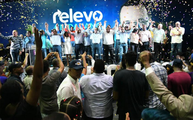 Andrés Navarro recibe respaldo de más de 100 movimientos del sector externo