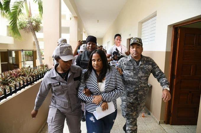 A prisión ex fiscal y agentes DNCD habrían colocado droga en barbería Villa Vásquez