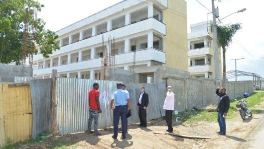 Ministro de Educación instruye solucionar problemática estudiantes de Pantoja