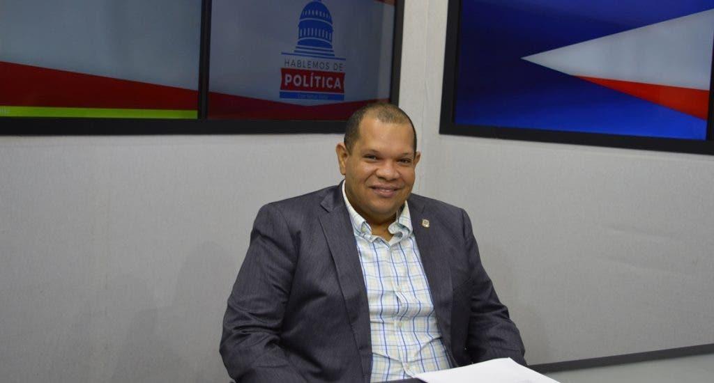 Carlos Guzmán envía mensaje a la juventud de Santo Domingo Norte