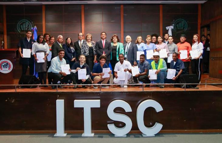 MescyT entrega 288 becas a estudiantes del Instituto Superior Comunitario