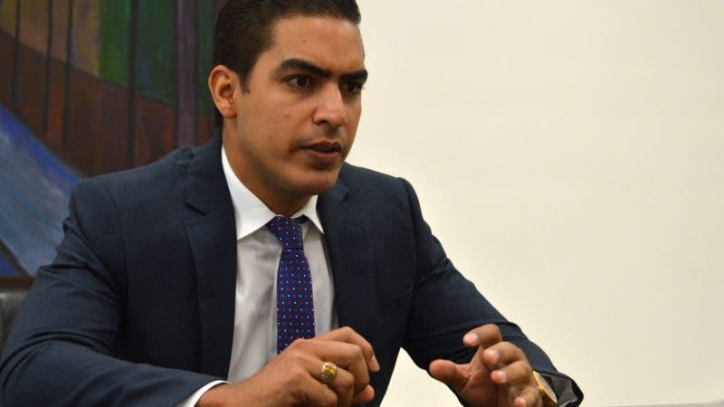 El Alcalde del Municipio de Villa Tapia, señor José Ernesto Abud Castillo, durante una visita que este realizó a la redacción del Hoy. Foto/ Napoleón Marte