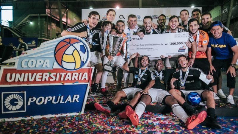IMG_5806 La Pontificia Universidad Católica Madre y Maestra (PUCMM) resultó ganador del primer lugar en la categoría de futbol sala masculino