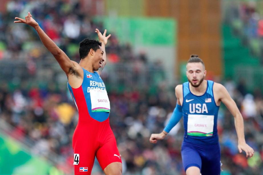 """Juander Santoshacer una carrera """"perfecta"""" y clasifica para la final de400 metros vallas"""