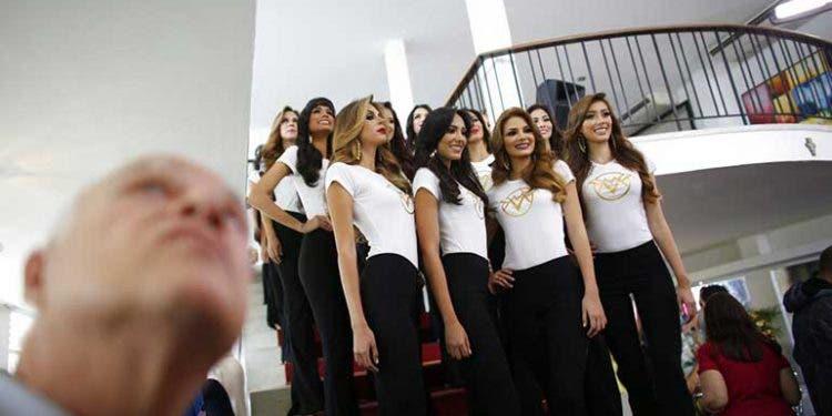 Venezolanos dejan a un lado crisis por el Miss Venezuela