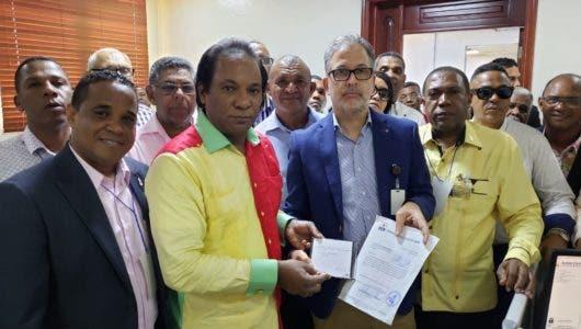 Partido Cívico Renovador entrega a la JCE padrón con más de 56 mil afiliados