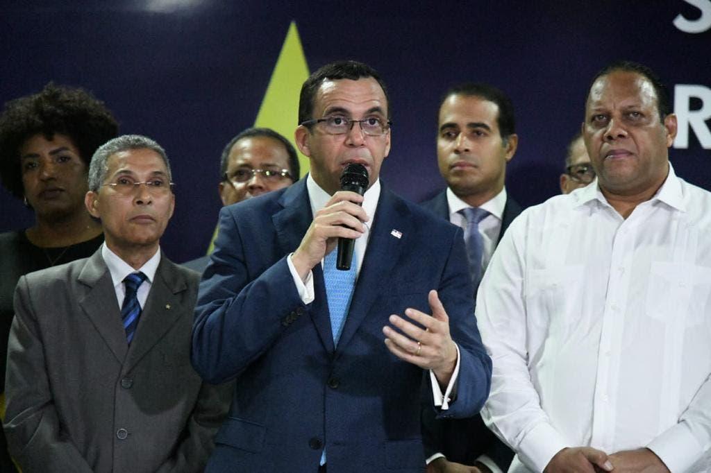 Funcionarios del gobierno y miembros del Comité Central apoyan aspiraciones de Andrés Navarro a la Presidencia