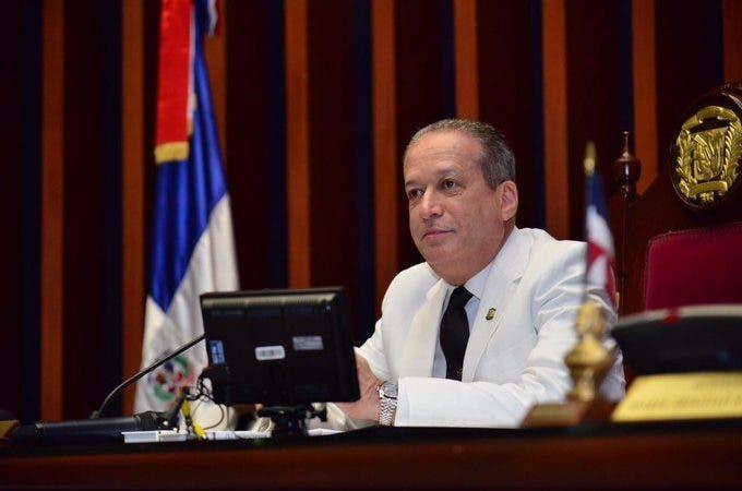 Reinaldo Pared Pérez es diagnosticado con tumor de esófago
