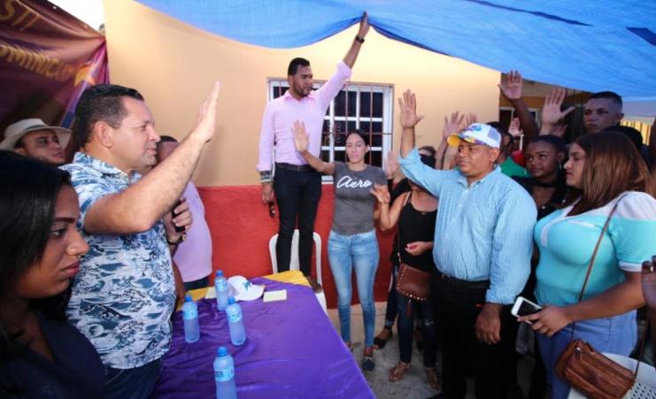 Tito Bejarán recibe respaldo de dirigente del equipo senador Heinz Vieluf