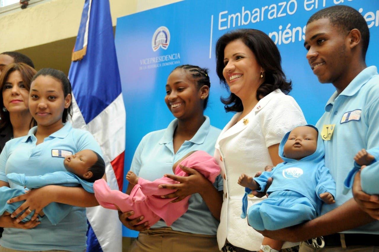 Margarita Cedeño intensifica combate embarazo precoz en zonas de alta incidencia