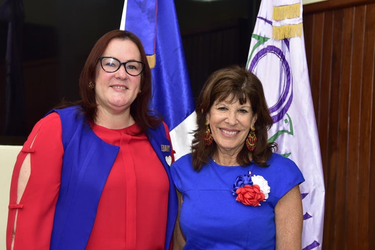 Embajadora de Estados Unidos y ministra Janet Camilo conversan sobre proyectos y programas del MMujer