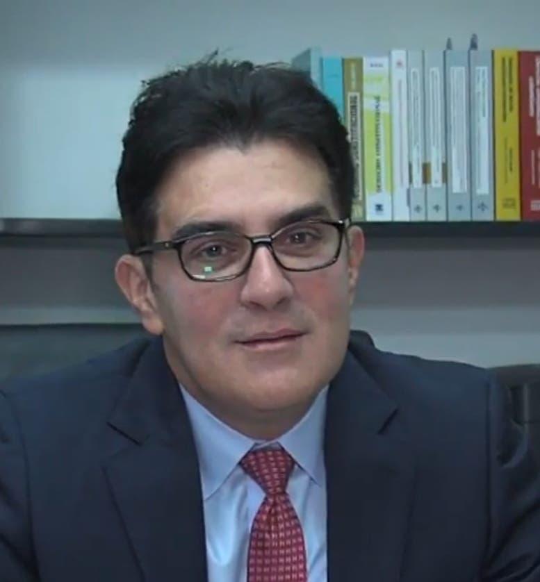 Leonel Fernández está inhabilitado para aspirar a la presidencia, según el jurista Julio Cury