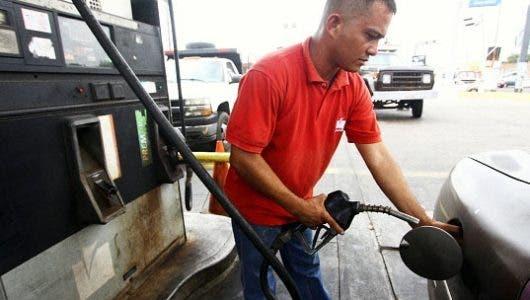 Los combustibles bajan entre RD$0.70 y RD$6.00