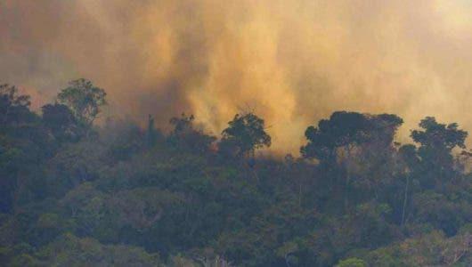 Ejército de Brasil inicia combate de incendios en Amazonía