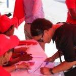 (foto)  Dirigentes del movimiento social Basta Ya realizan inscripciones de nuevos afiliados