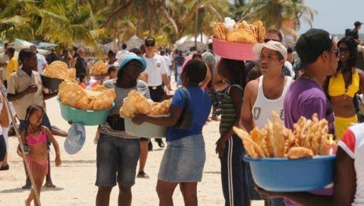 Pequeños comerciantes de Boca Chica piden inauguración de plaza comercial
