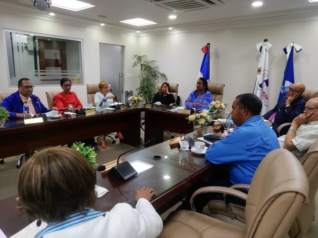Comité Ejecutivo ADP recibe comisión del MINERD ante denuncias por Concurso de Oposición Docente
