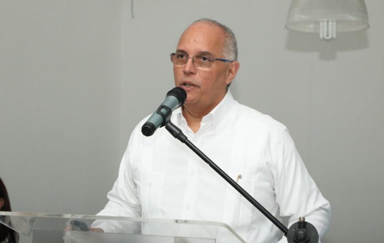 Ángel Canó ve preocupante  falta combustibles; aboga por diversificación de matriz energética