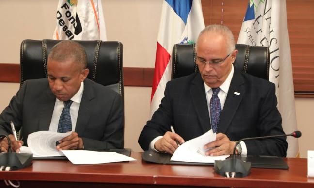 CNE y FEDA firman acuerdo busca llevar energía de fuentes renovables a zona rural