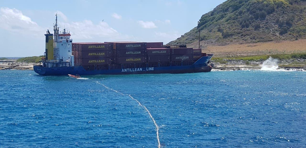 Barco que venía con mercancía para RD se queda varado en alta mar tras sufrir avería