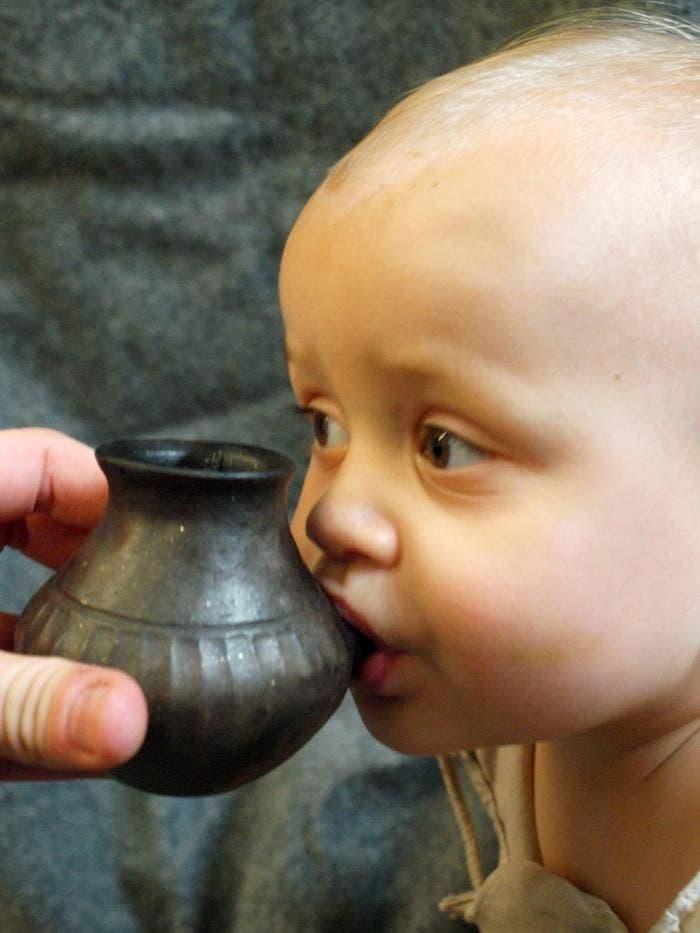 Los bebés, en la prehistoria, bebían leche animal en biberones de arcilla