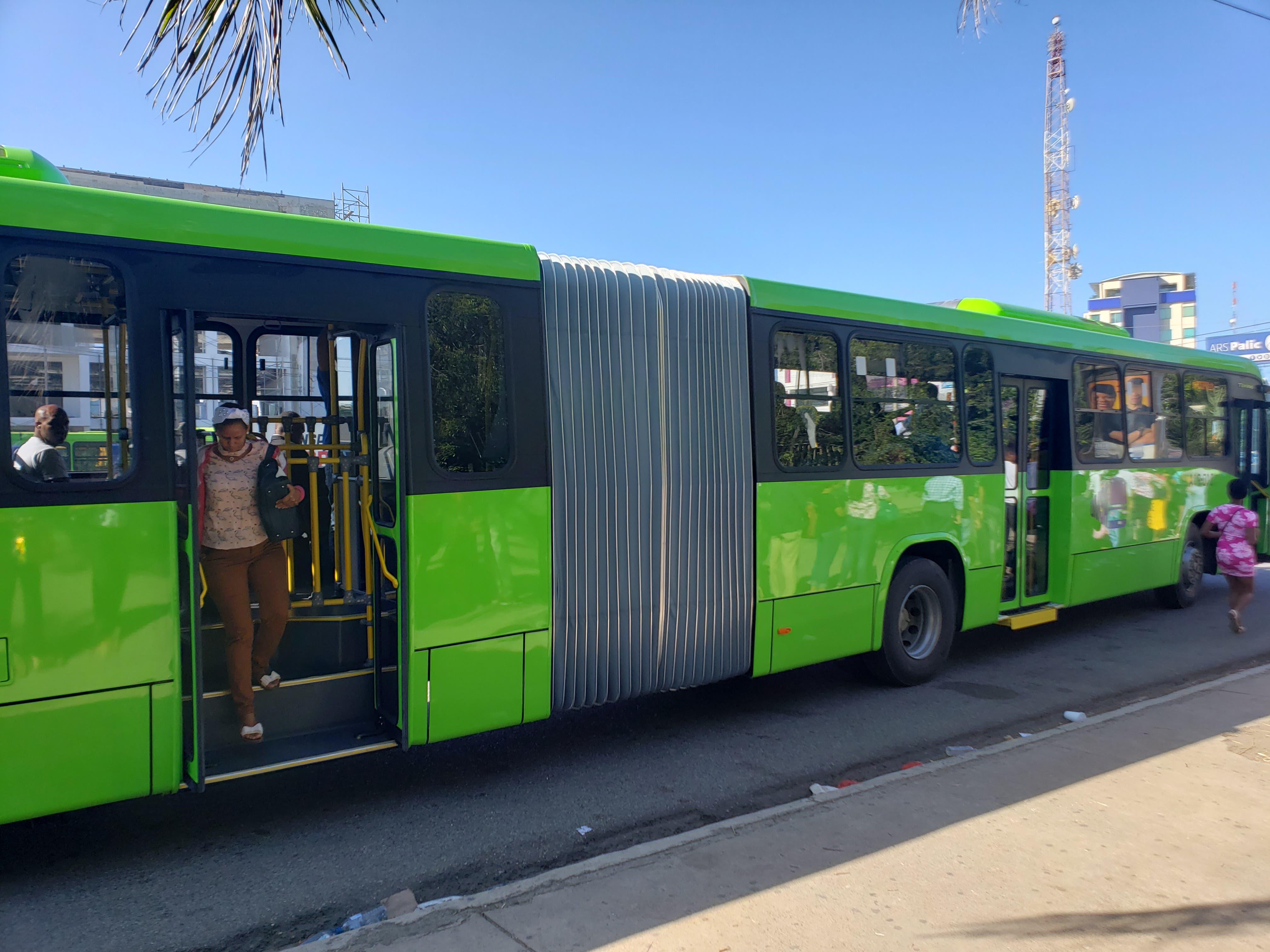 Director OMSA anuncia incorporación 20 autobuses nuevos en Ciudad Juan Bosch
