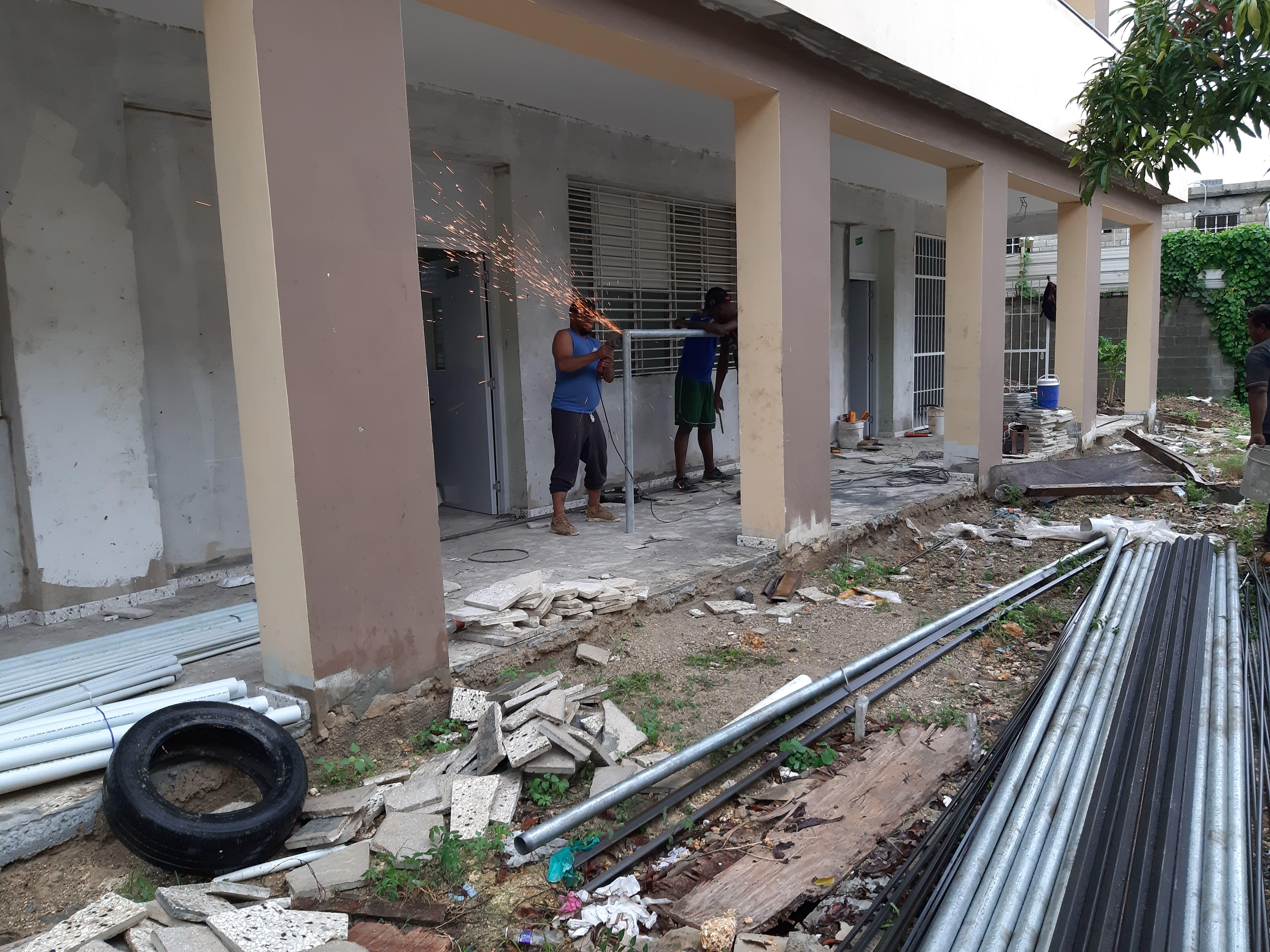 Peña Mirabal instruye acelerar trabajos de construcción liceo San Francisco de Asís, Santo Domingo Este