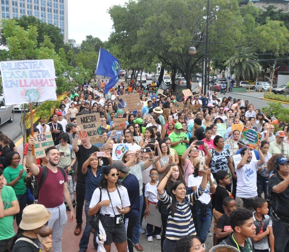 Manifestantes rechazan una nueva constitución en Chile