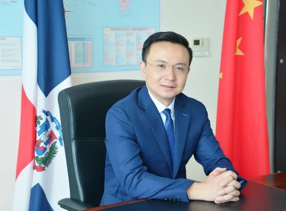 Embajador de China recomienda no aislar pacientes con COVID-19 en casas
