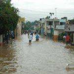 Grandes inundaciones producidas por las fuertes lluvias ocacionadas por el paso de la Tormenta sub-tropical Olga en la provincia de la Vega. Hoy/ Napoleon Marte. 12/12/2007.