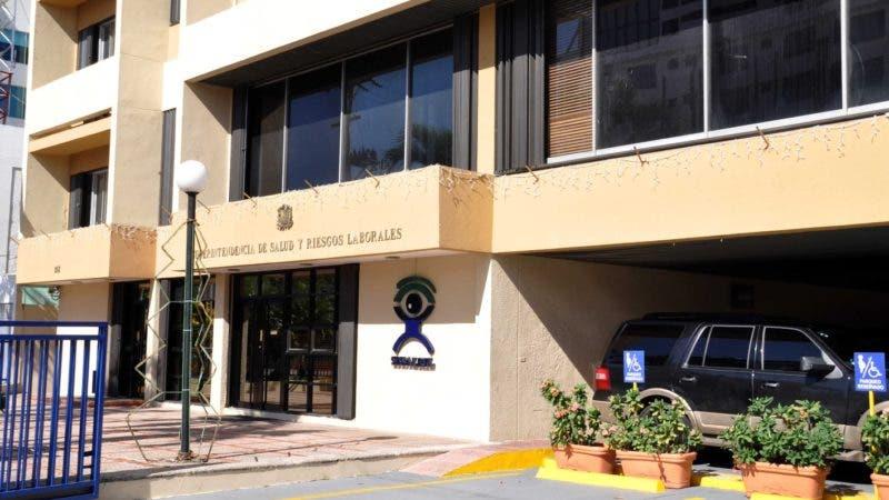 El País / Fachada del Edificio de La Superintendencia de Salud y Riesgos Laborales (SISALRIL), Hoy / Francisco Reyes / 18 / 11 / 2013 /