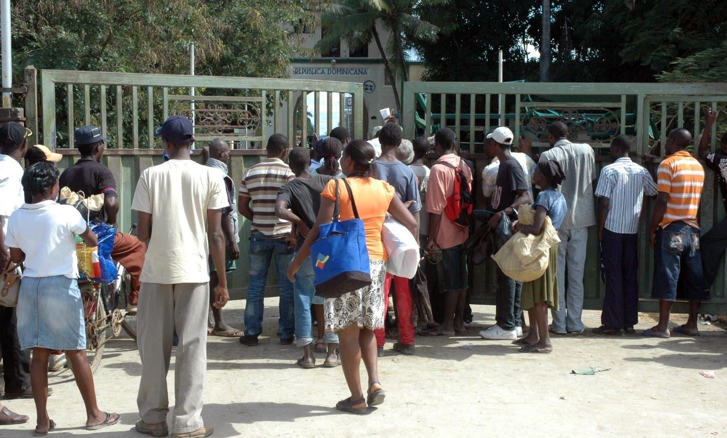 Más de mil haitianos abandonan República Dominicana por coronavirus