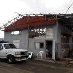 AME9562. YABUCOA (PUERTO RICO), 20/09/2019.- Fotografía fechada el 16 de septiembre que muestra un edificio destrozado por el huracán María en el municipio de Yabucoa (Puerto Rico). Este viernes se cumplen dos años del paso del huracán María por Puerto Rico y aún muchas familias en Yabucoa, el municipio del sureste de la isla que recibió los primeros impactos del devastador ciclón, sufren sus secuelas. Los 24 meses transcurridos no han servido para borrar un drama que algunos estiman hizo retroceder décadas la economía de la isla, que cuando María la arrasó ya atravesaba una delicada situación tras una crisis de una década. EFE/Thais Llorca