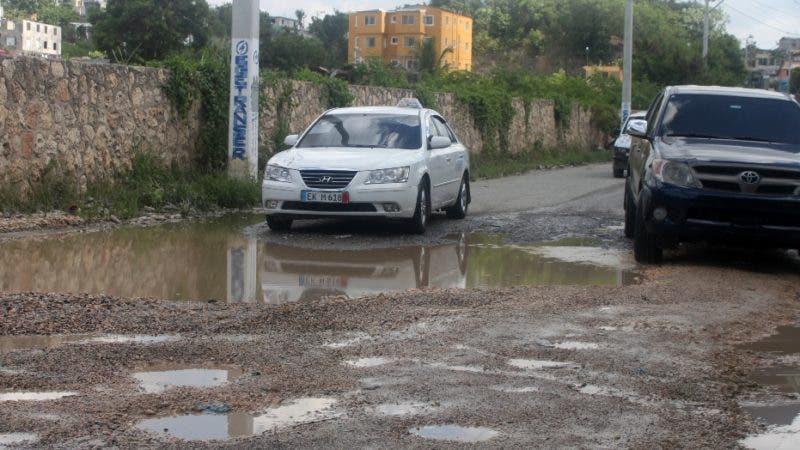 Recorrido por la Manoguayabo y los puentes y calles en mala condiciones y donde abundan la basura y el transito que genera contaminación y mucho polvo en foto:  los camiones y  la Avenida en mal Estado HOY Duany Nuñez  13-9-2019