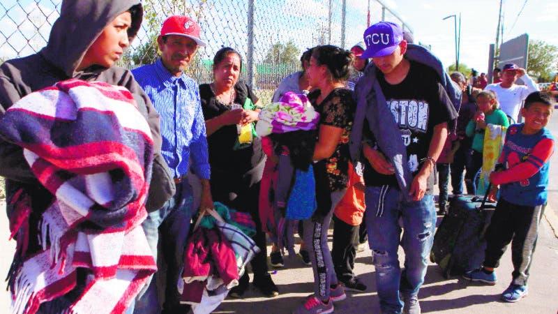 Nuevos migrantes buscan entrar a territorio de EEUU