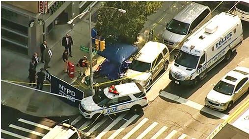 Cadáver de un hombre fue envuelto en una alfombra y dejado frente a cafetería