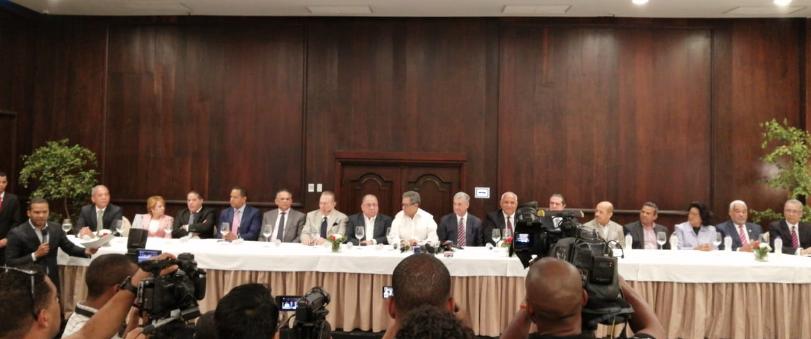Diecisiete  miembros del Comité Político anuncian respaldo a Gonzalo Castillo