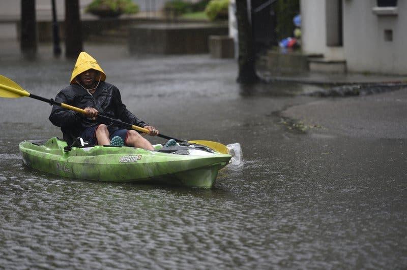 Dorian toca tierra en Carolina del Norte como huracán de categoría 1