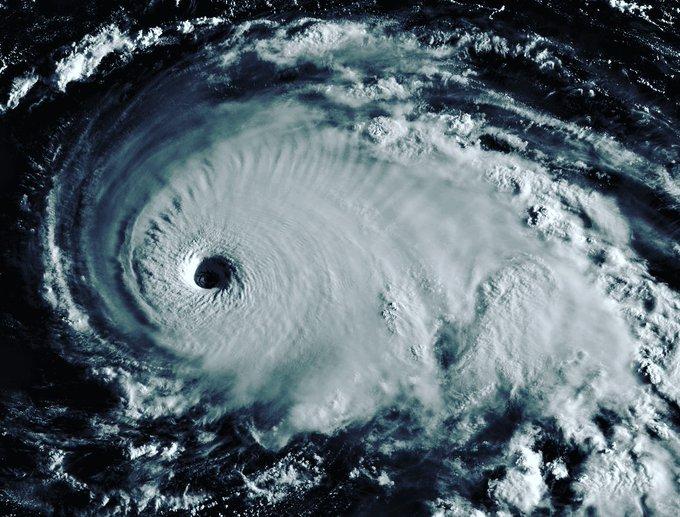 Dorian, ahora como un potencialmente catastrófico huracán de categoría 5 avanza a Bahamas