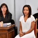Ana Julia Quezada (c), autora confesa de la muerte de Gabriel Cruz, al comienzo de la vista hoy en la Audiencia de Almería, donde se enfrenta a la pena de prisión permanente revisable por el asesinato del menor. EFE/ Carlos Barba